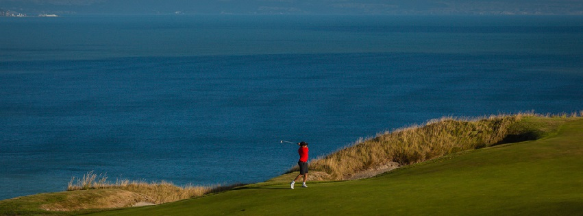 Golf_Getaway_6th_Hole_Approach_Cape_Kidnappers_Golf_New_Zealand